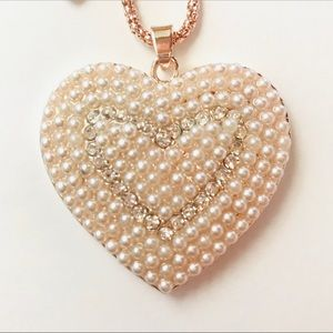 Jewelry - Faux Pearl Heart Necklace